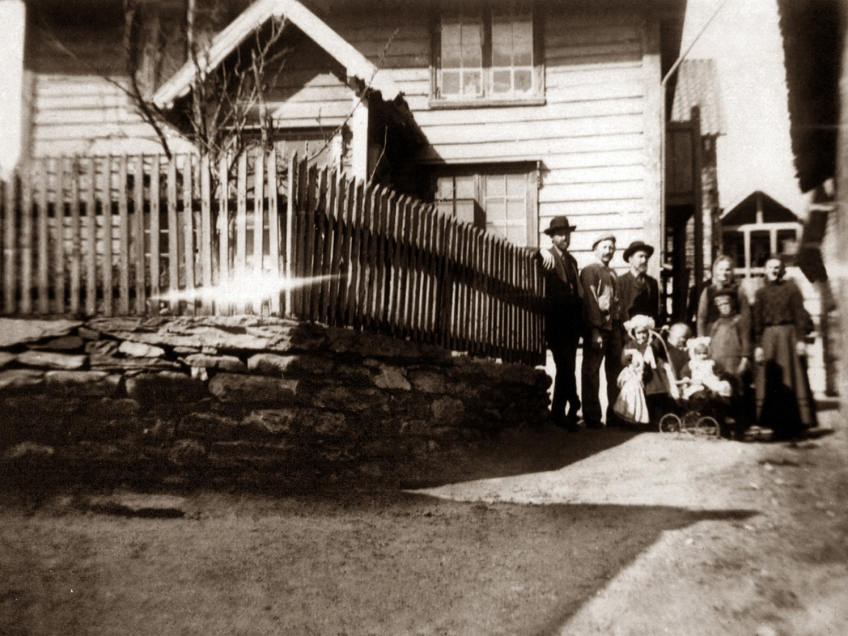 Photo: Otteson Family in Norway 1